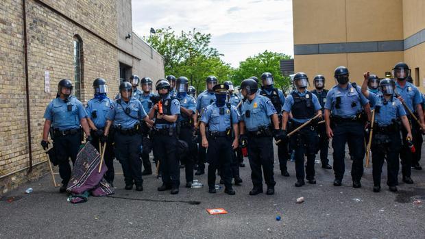 Las protestas en EE.UU. fuerzan recortes de fondos a la Policía y límites a su inmunidad