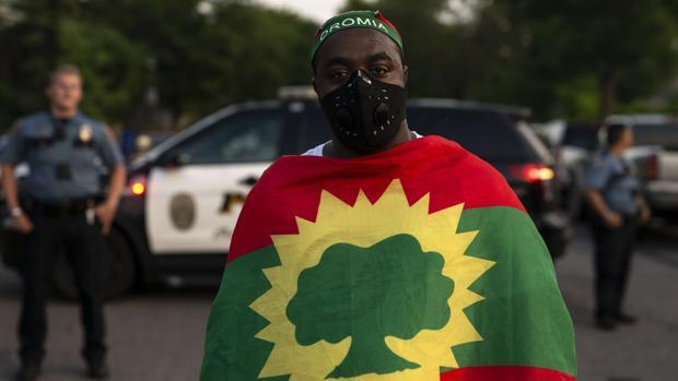 La ira por el asesinato de un cantante etíope se vuelve contra las estatuas del emperador Haile Selassie