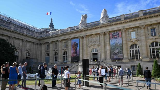 París continúa abriendo sus fronteras acatando la disciplina común europea de forma flexible