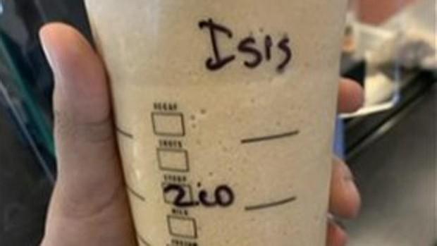Una joven musulmana presenta cargos contra un empleado de Starbucks por escribir «ISIS» en su vaso