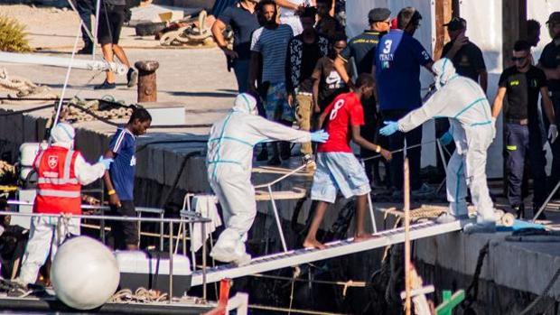 Lampedusa alerta de su situación «insostenible» por la oleada de inmigrantes