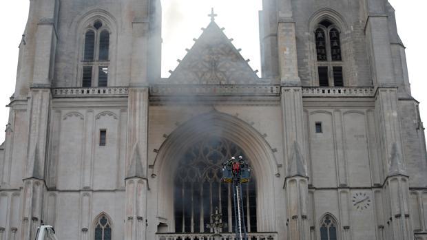 Un incendio deteriora la catedral de Nantes, otros de los grandes monumentos en Francia