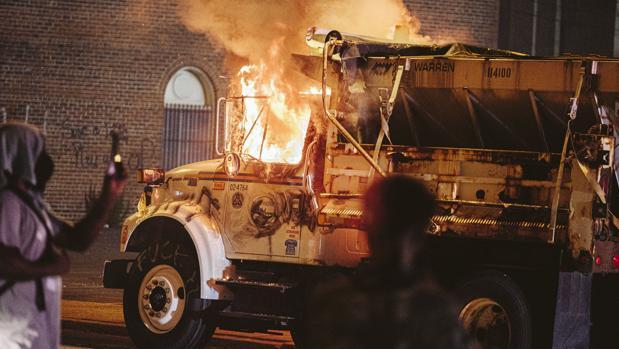 Las protestas en EE.UU. derivan en graves disturbios con un muerto y decenas de detenidos