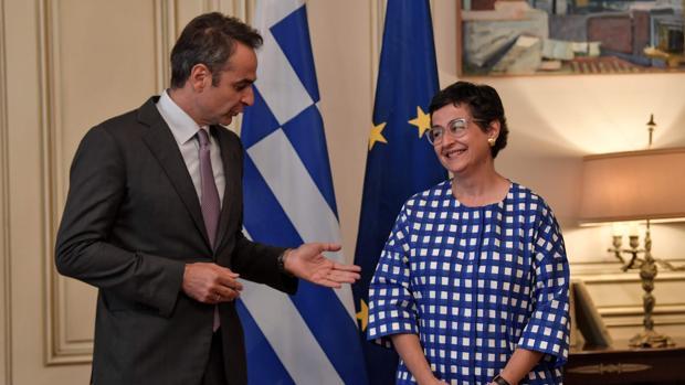 González Laya, de gira en Grecia en plena crisis diplomática con Reino Unido