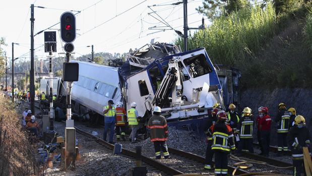 Dos muertos y 26 heridos al descarrilar un tren cerca de Coimbra (Portugal)