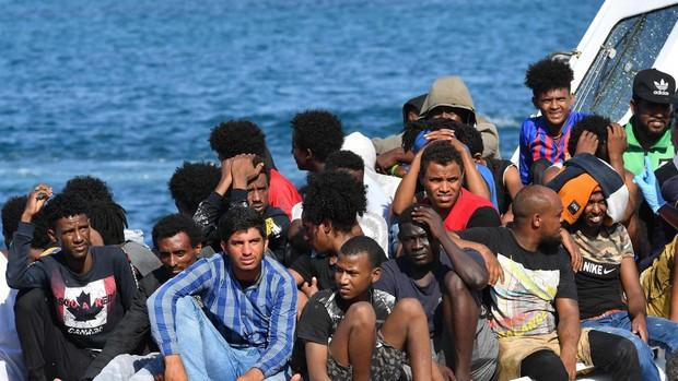Alarma en Lampedusa con la llegada de otros 300 inmigrantes en las últimas horas