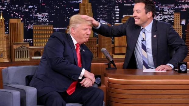 Trump planea cambiar una ley que limita el agua que sale por las duchas: «Mi pelo tiene que estar perfecto»