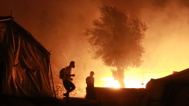 Un incendio destruye en Lesbos el mayor campo de refugiados de Europa