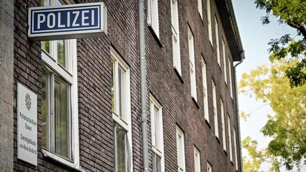 Suspenden a 29 policías en Alemania por compartir imágenes de Hitler y contenido antisemita