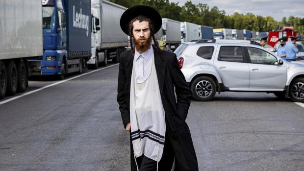 Miles de judíos ultraortodoxos se quedan bloqueados en la frontera entre Bielorrusia y Ucrania