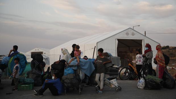 El nuevo campamento de Lesbos acoge ya a casi 5.000 inmigrantes