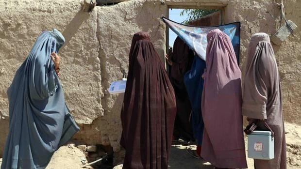 Muere una niña de trece años tras ser agredida y violada por cinco policías en el sur de Afganistán
