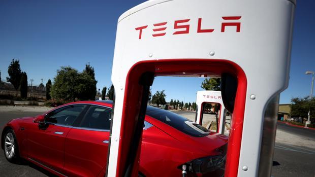 Tesla, Mercedes y Ford demandan a la Administración de Trump por aranceles a repuestos chinos