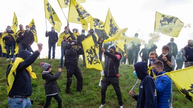 Los independentistas flamencos se manifiestan contra el nuevo gobierno belga