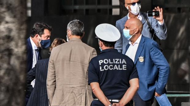 Salvini convierte su juicio en Catania en un espectáculo mediático y el juez convoca a Conte a declarar
