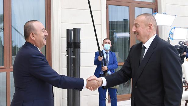 Turquía intensifica su respaldo a Azerbaiyán en el conflicto de Nagorno Karabaj