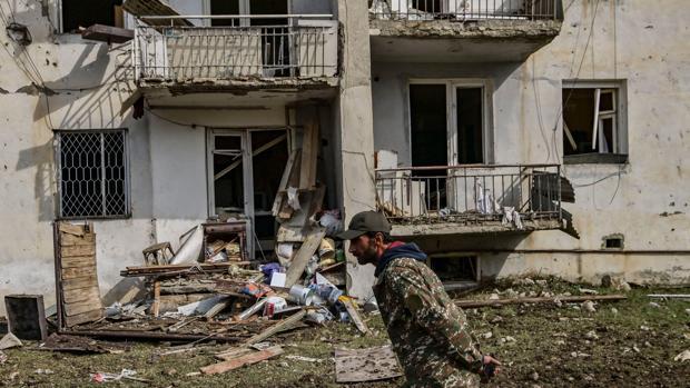 Rusia se esfuerza en parar el conflicto de Nagorno Karabaj pero los enfrentamientos no cesan