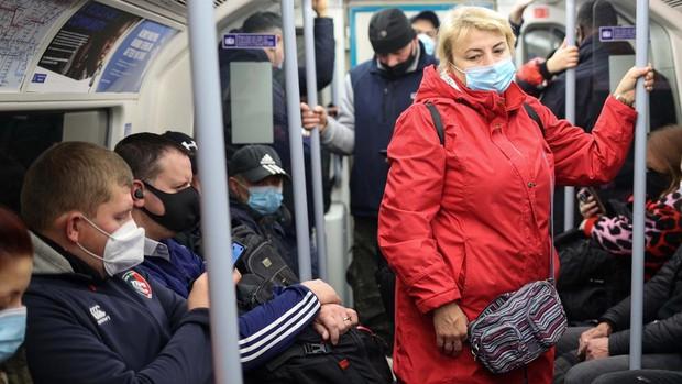 Londres impondrá restricciones más fuertes a partir del sábado para frenar la propagación del Covid-19