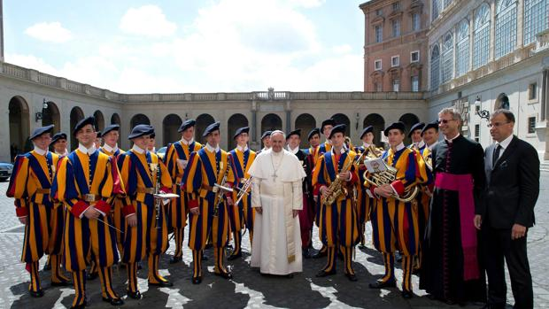Ascienden a once los casos de Covid-19 en la guardia suiza, al confirmar el Vaticano otros siete positivos
