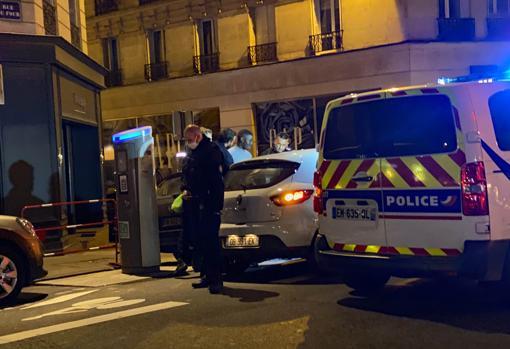 Patrullas de la Policía en la rue du Four de París