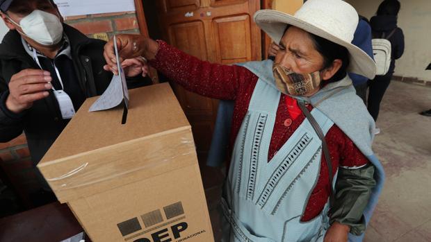 Bolivia vota sin incidentes, bajo la mirada del Ejército