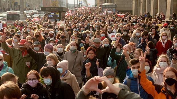 La oposición bielorrusa trata de impulsar la huelga general convocada por Tijanóvskaya