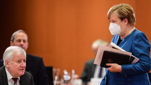 Merkel pelea por restricciones unitarias en toda Alemania