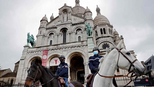Detenciones y violencia en las afueras de París