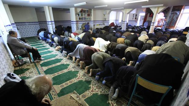 Macron crea un «curia» islámica para afrontar el desafío yihadista
