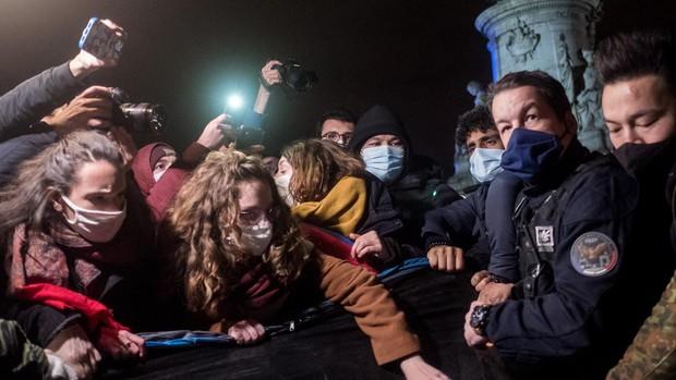 Desalojo expeditivo de un campamento de inmigrantes en el corazón de París