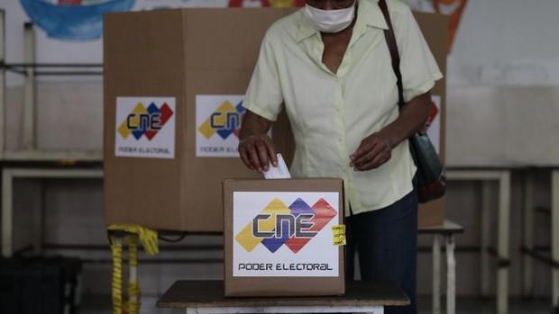 Los cuatro principales opositores coinciden en que la abstención ha constatado la farsa de Maduro