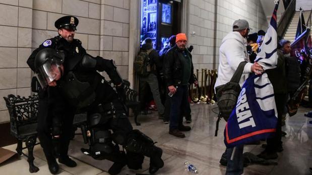 La Policía del Capitolio, entre el desbordamiento y la complicidad