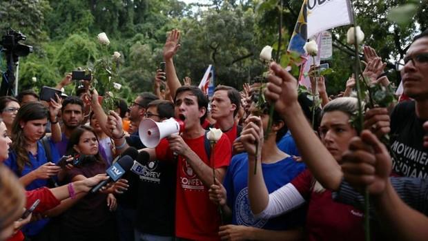 Los estudiantes venezolanos se manifiestan en contra Maduro