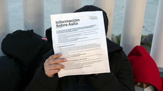 Cientos de inmigrantes en la frontera buscan el ansiado asilo para llegar a San Diego