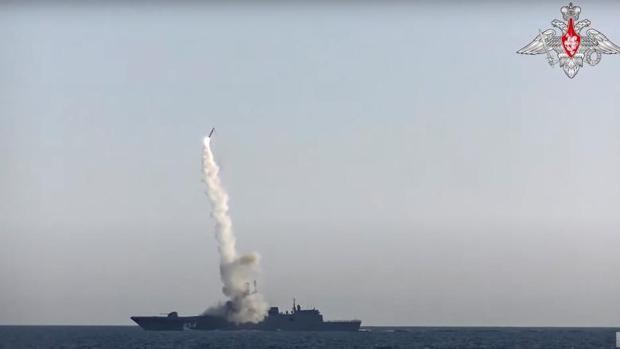 Rusia ensaya con éxito un nuevo misil hipersónico