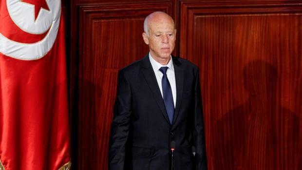 Saied destituye a una veintena de altos cargos del Gobierno de Mechichi