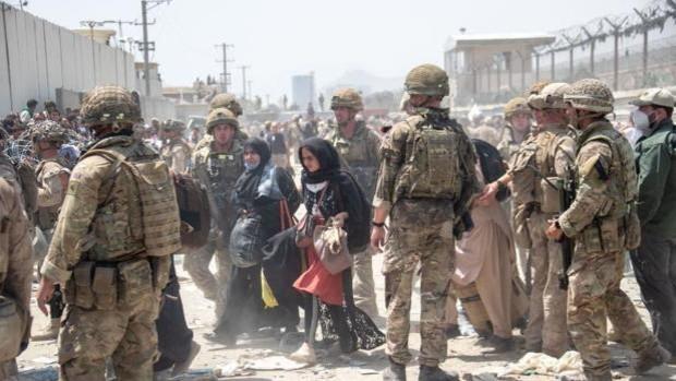 Los talibanes advierten que la evacuación debe acabar «lo más rápido posible»