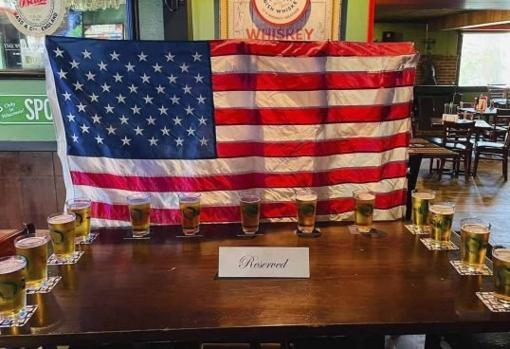 Table with beers in tribute to the deceased