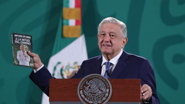López Obrador publica libro, en el que hace balance -y propaganda- de sus tres años como presidente