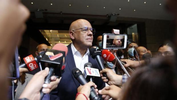 El chavismo y la oposición buscan acuerdos parciales para salvar el diálogo en México
