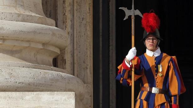 La guardia suiza del Vaticano comenzará a aceptar mujeres a partir de 2027