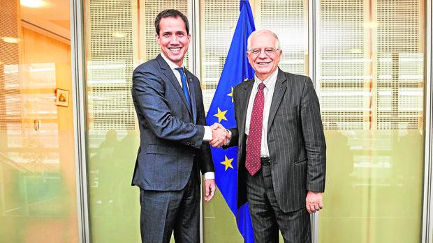 Borrell se enreda en la crisis venezolana y atacaa Guaidó y López