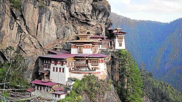 El monasterio budista Taktsang Palphugen, en Paro, conocido también como el Nido del Tigre