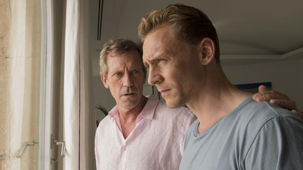 Tom Hiddleston y Hugh Laurie son los protagonistas de «El Infiltrado»