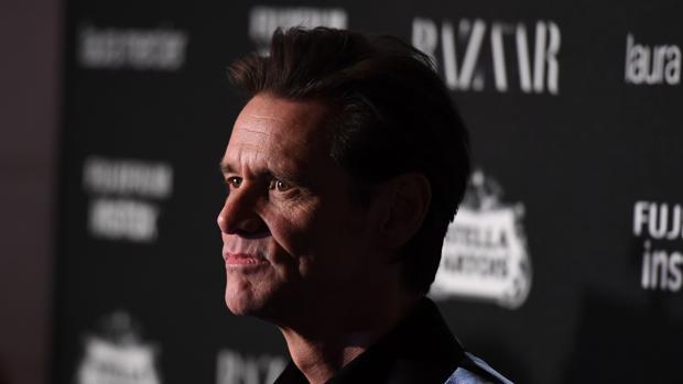 Jim Carrey, en lapasada fiesta de Harper's BAZAAR donde concedió la entrevista a «E!»