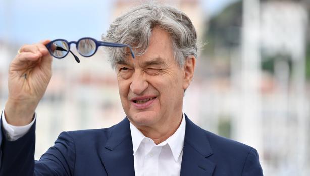 Wim Wenders posa en Cannes durante la presentación de su documental sobre el Papa Francisco