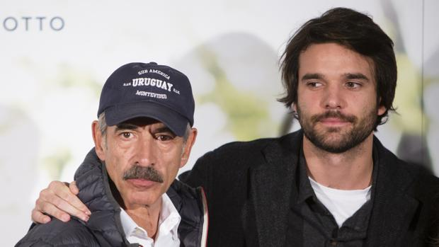 Jon Arias, junto a su padre, Imanol Arias