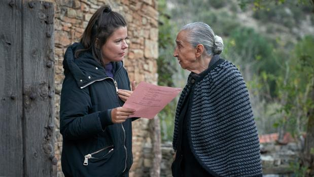 Laura Caballero, con la veterana actriz Emilia Ortiz