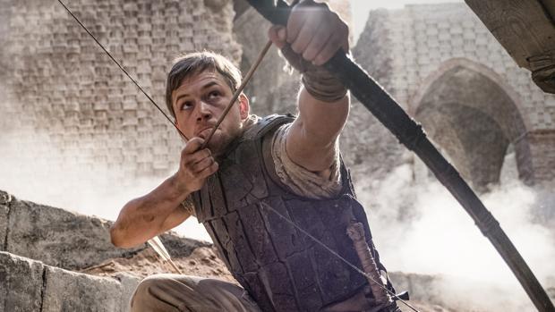 Escena de Robin Hood, con Taron Egerton