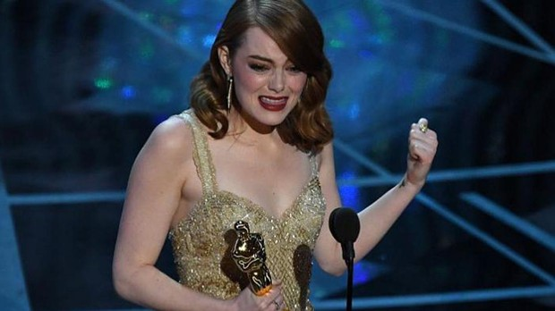 Emma Stone, tras recoger su Oscar por «La La Land»
